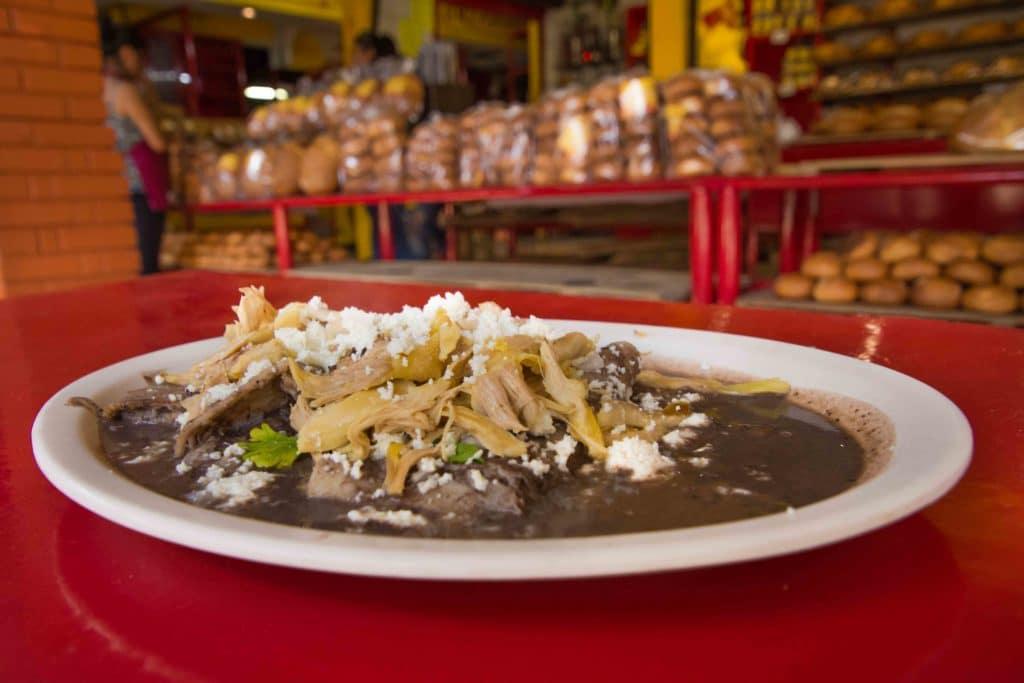 Typisches Essen in Oaxaca: Enfrijoladas