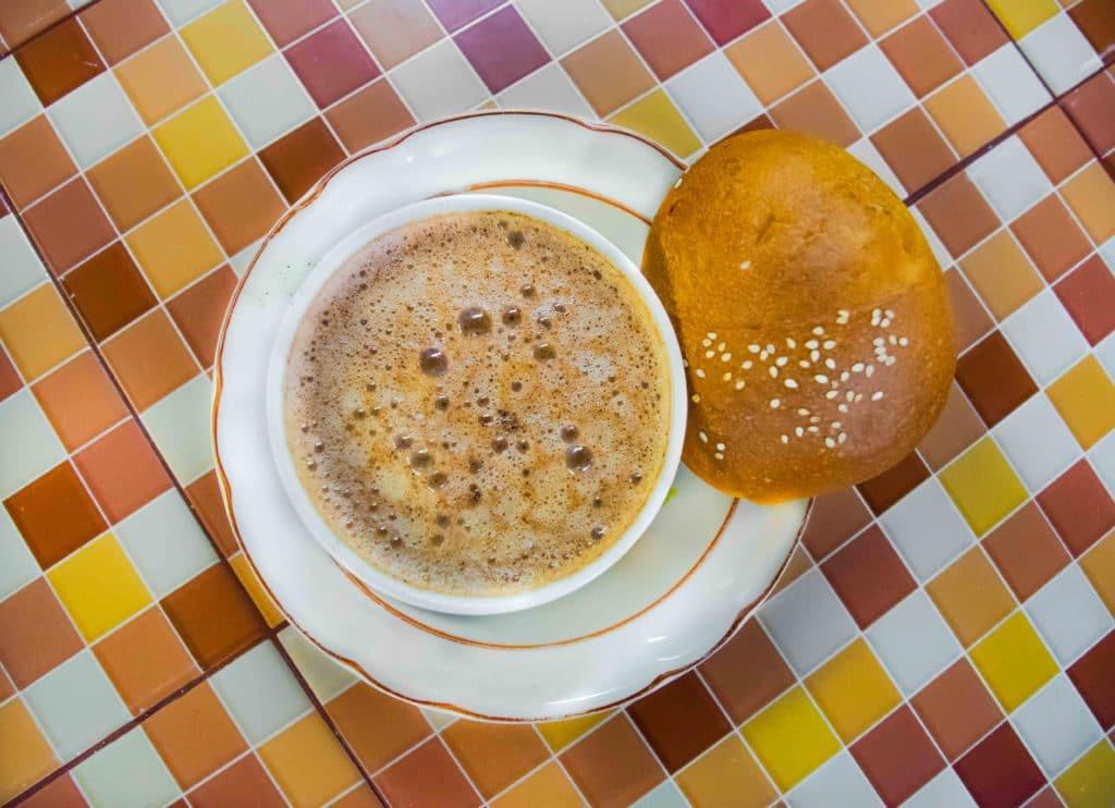 Chocolate con pan de yema