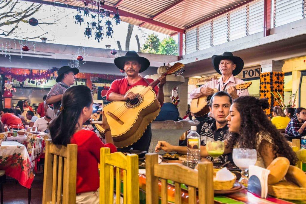 Mariachi Unterhaltung beim Essen Oaxaca
