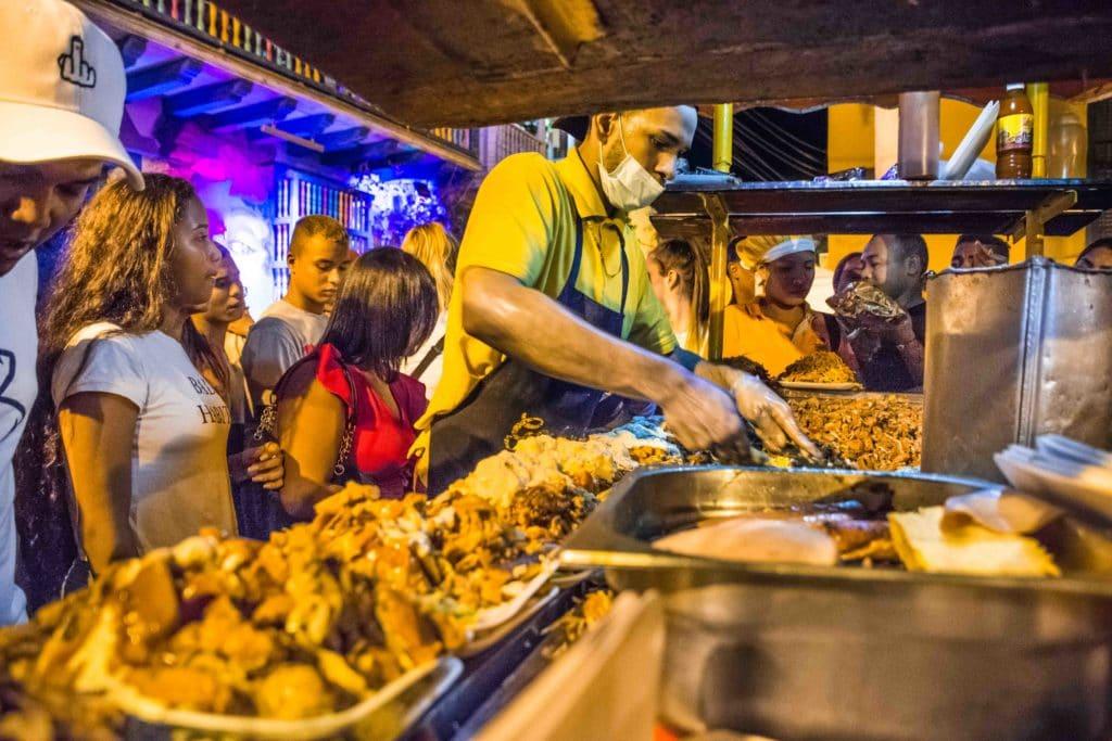 Ein Must Essen in Cartagena: Patacon con todo