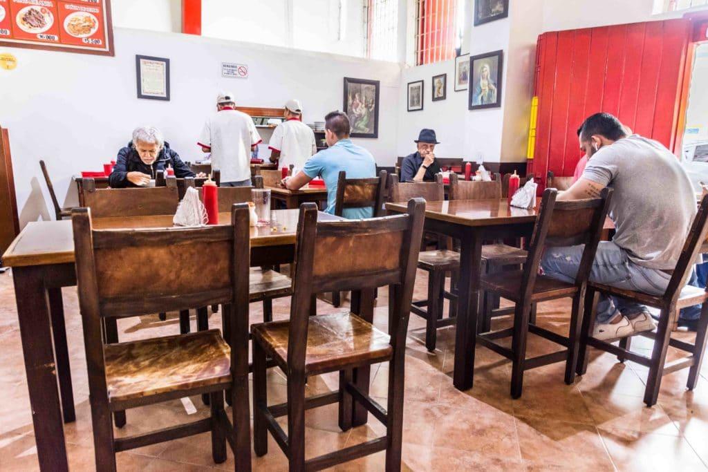 Einfaches Medellin Essen im typischen Lokal