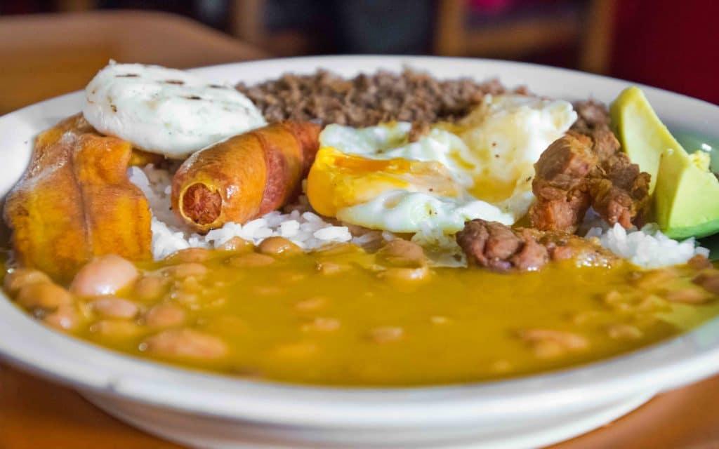 Medellin Essen in typischer Art: Bandeja Paia