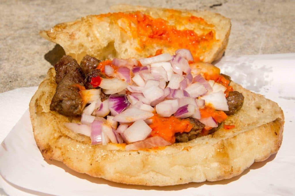 Kroatische Snacks -Cevapi to go