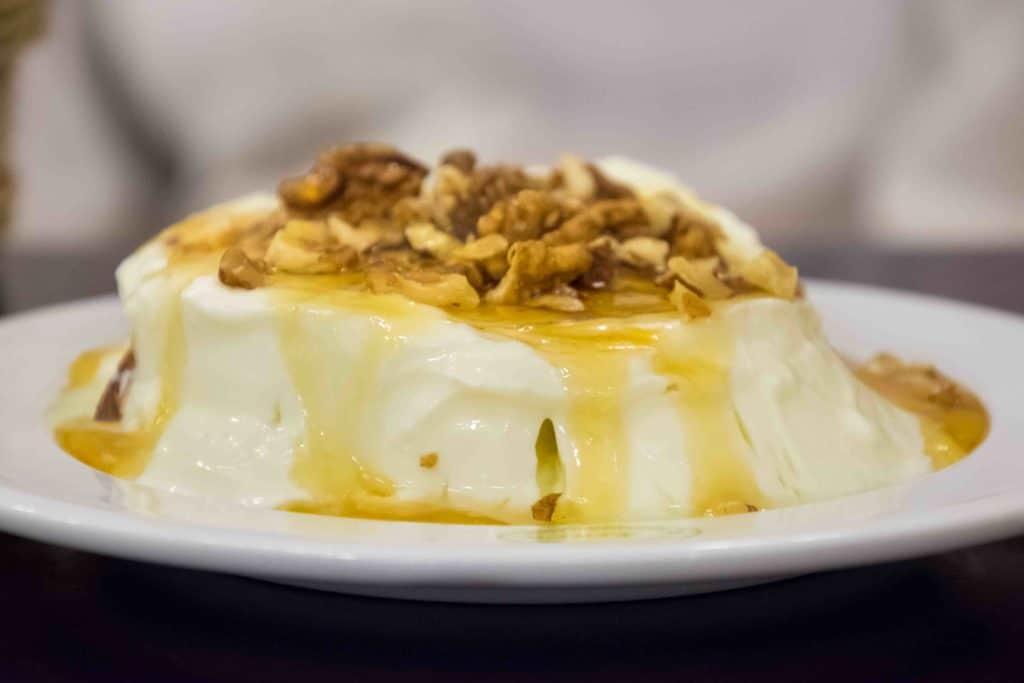 Joghurt mit Nüssen