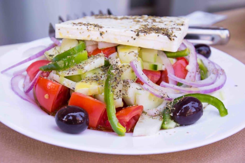 Gesundes griechisches Essen: Salat