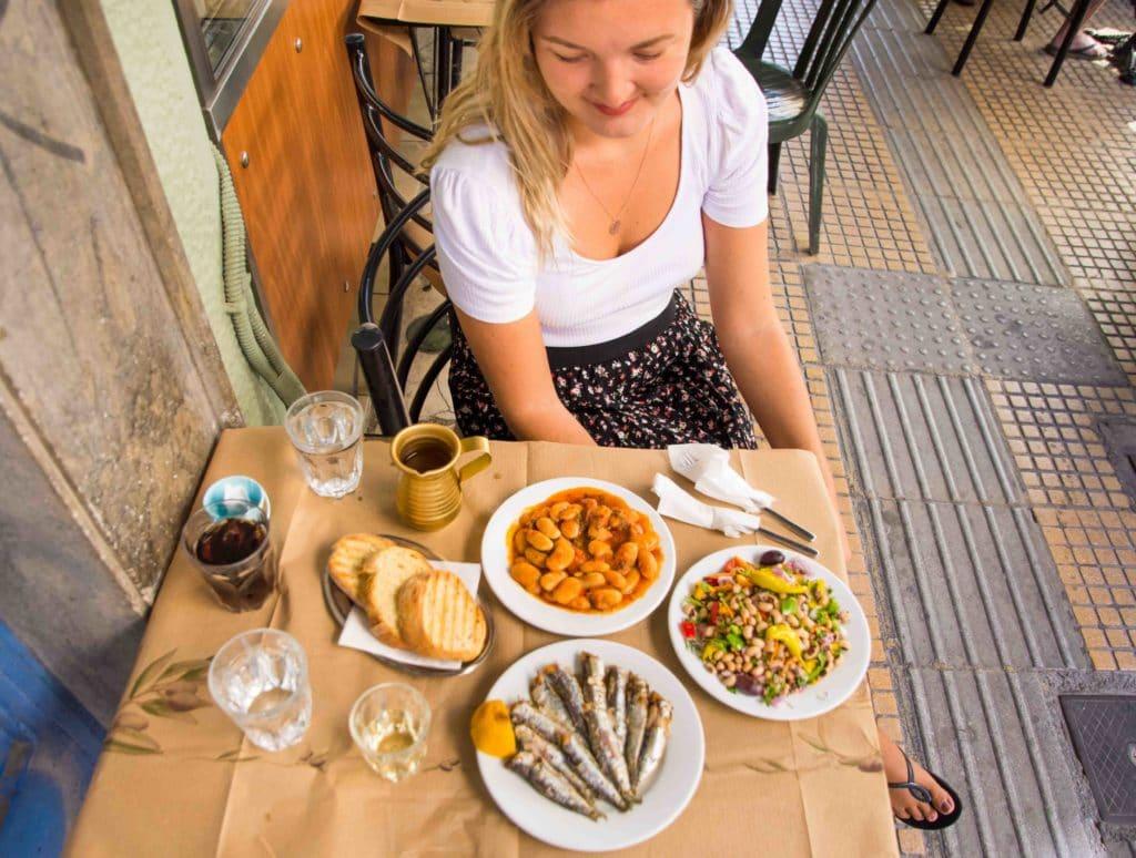 Kleine Teller auf einem Tisch
