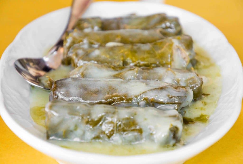Dolmades sind überall als griechisches Essen bekannt